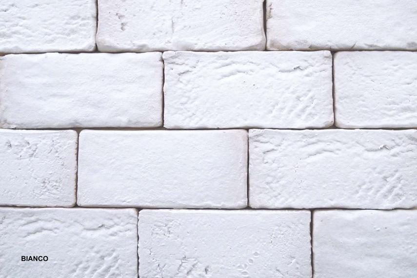 Muro Vecchio wall bricks in white.