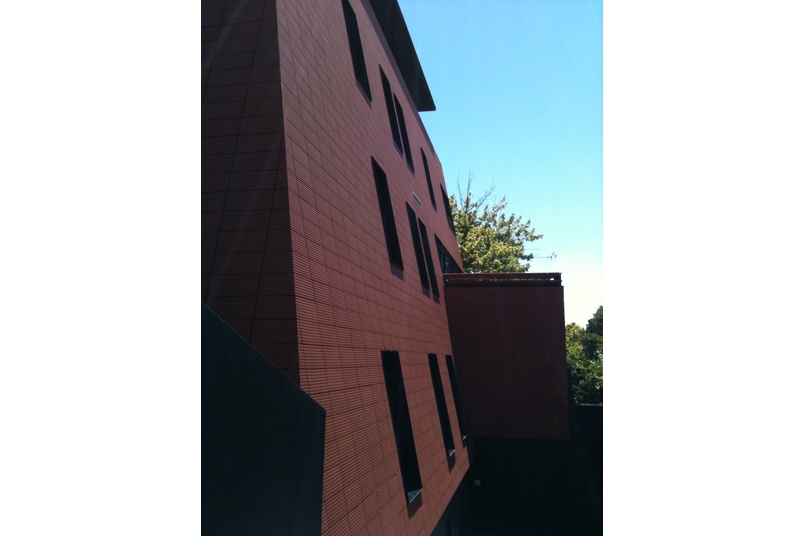 Moeding clay tiles are non-fade and frost proof.