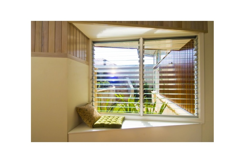 Altair Louvres allow natural sunlight to warm rooms.