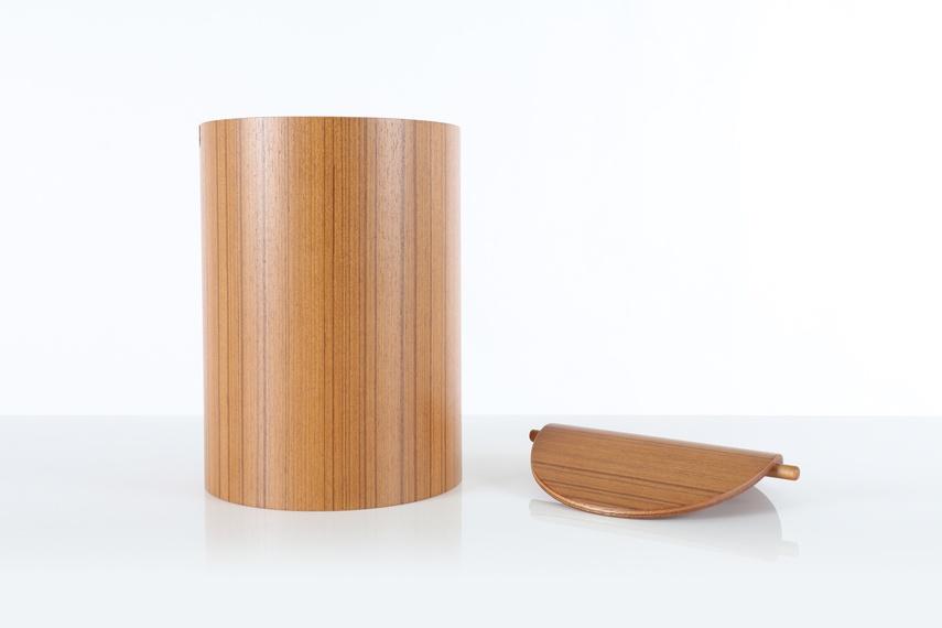 Saito (Teak) wastebasket with lid.