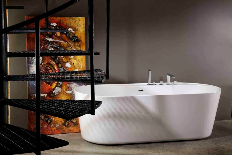 Urban freestanding bath.