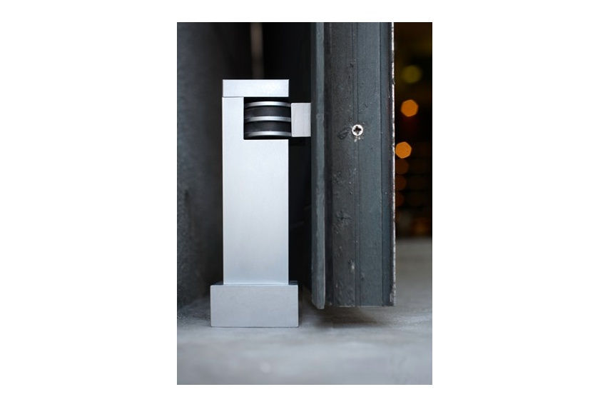 HB 760 Magnetic door stop. Suitable for interior or covered exterior use.