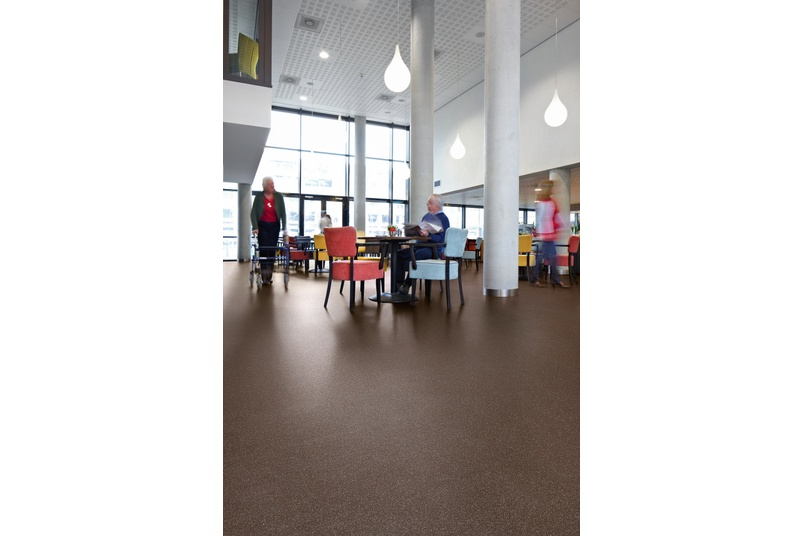Forbo Sarlon acoustic project vinyl floor covering in a cafeteria.