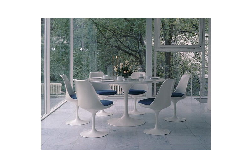 The round Sarrinen table.