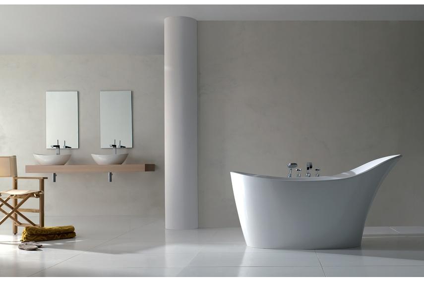 Amalfi freestanding bath.