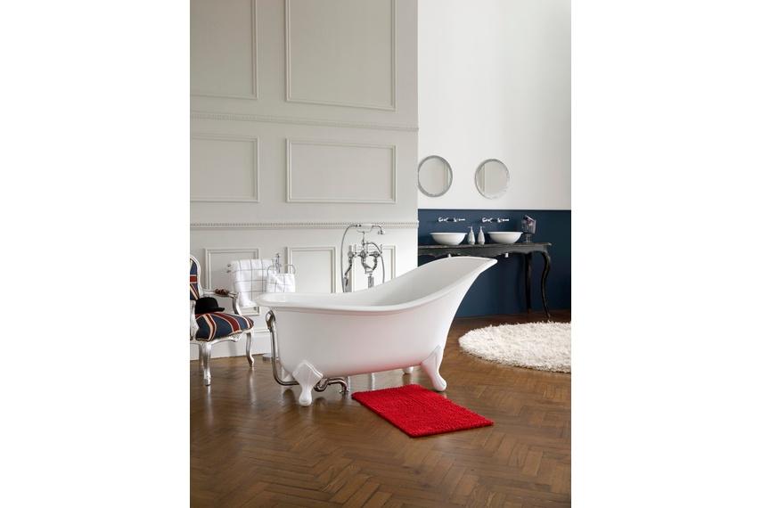 Drayton freestanding bath.